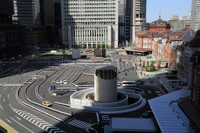 KITTEから見た東京駅丸の内駅舎前