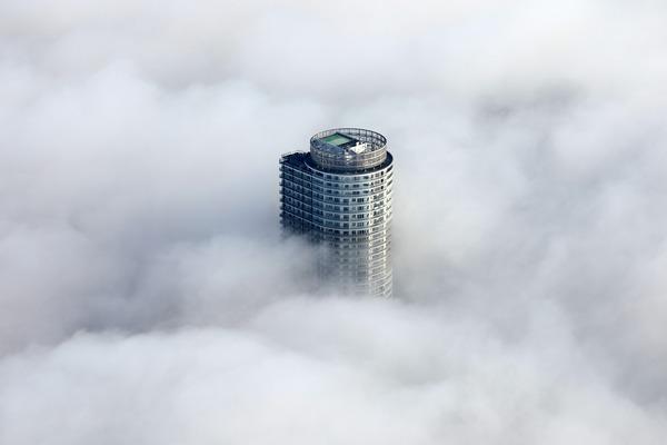 東京スカイツリーから見た雲海と曳舟