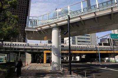 浜松町駅前の歩道橋