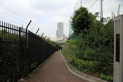 赤坂九丁目北地区と赤坂中学校の間の歩行者道