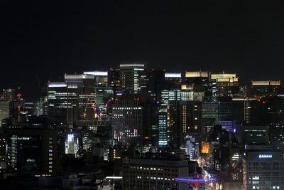 大手町・丸の内の超高層ビル群の夜景
