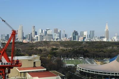 代々木公園と新宿tの超高層ビル群