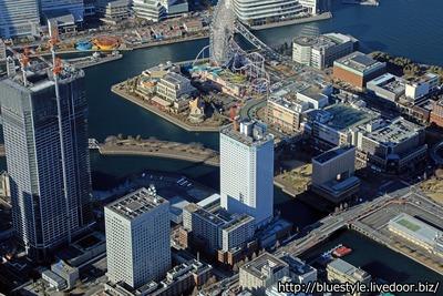 アパホテル&リゾート〈横浜ベイタワー〉の空撮