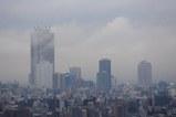 雲に隠れる大都会