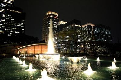 和田倉噴水公園から見た丸の内の超高層ビル群の夜景