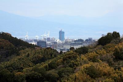 静岡県庁舎から見たマークス・ザ・タワー清水