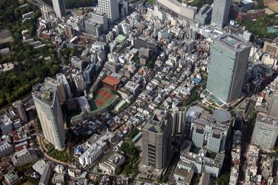 赤坂の超高層ビル群の空撮