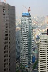 都庁から見た東京モード学園コクーンタワー