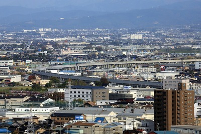 インテック本社「タワー111」から見た北陸新幹線