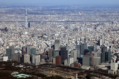 大手町・超高層ビル群と東京スカイツリーの空撮