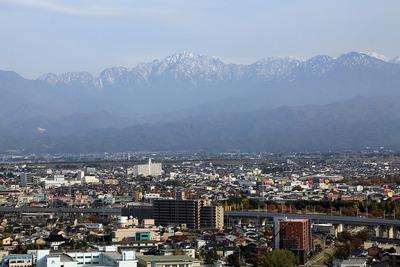 インテック本社「タワー111」から見た立山連峰