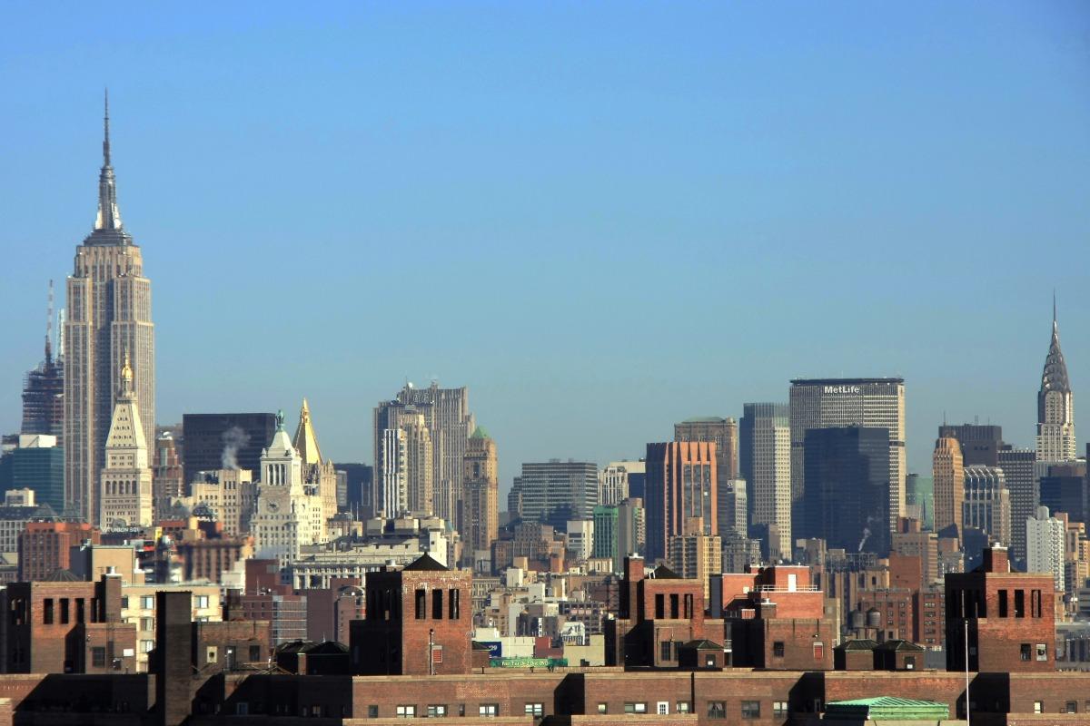 ニューヨーク 左がエンパイアステートビル。右がクライスラービルです。個人的にはクライスラービルの