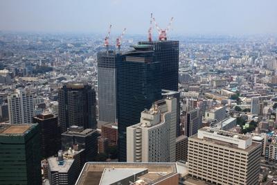 東京都庁第一庁舎の45階展望台から西新宿八丁目成子地区と北新宿地区の再開発