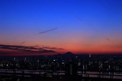 マジックアワーの富士山と東京タワー