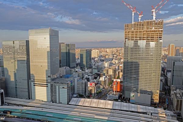 東京駅前の超高層ビル群