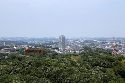 東工大すずかけ台J2・J3棟から見たマークワンタワー長津田
