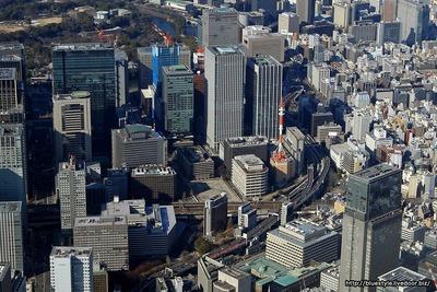 大手町の超高層ビル群の空撮