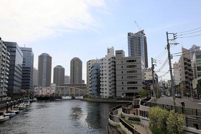パークシティ中央湊 ザ タワーと亀島川