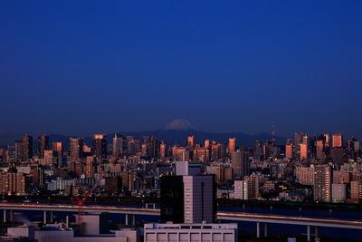 自宅マンションから見た夜明けの東京
