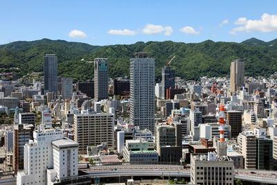 神戸ポートタワーから見た神戸のタワーマンション