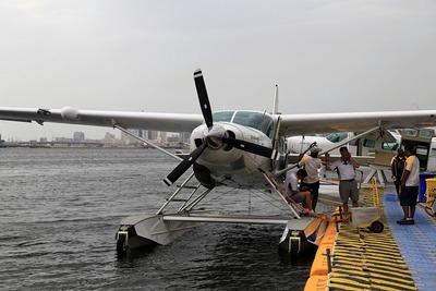 ドバイの水上飛行機