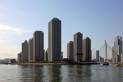 永代橋から見たリバーシティ21のタワーマンション群