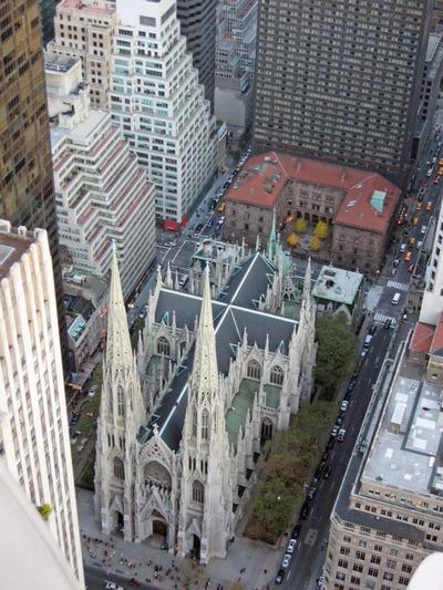 ロックフェラーセンターから見たセント・パトリック大聖堂