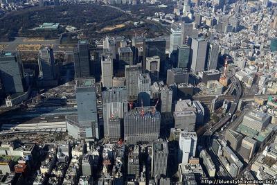 東京駅周辺の超高層ビル群の空撮