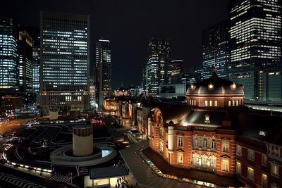 KITTEから見た東京駅丸の内駅舎前の夜景