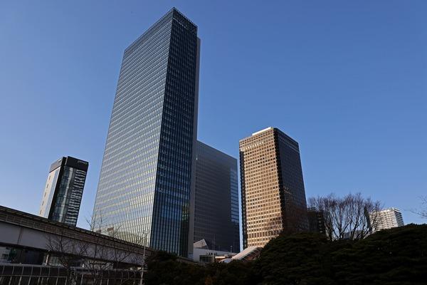浜松町駅前の超高層ビル群