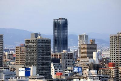 大阪城から見たシティタワー梅田東