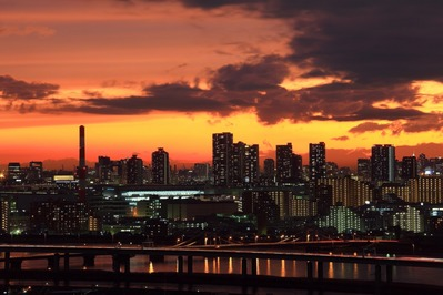 東雲の超高層マンションと夕焼け