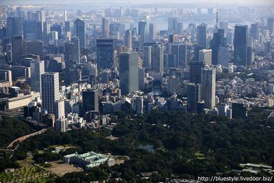 赤坂方面の超高層ビル群の空撮