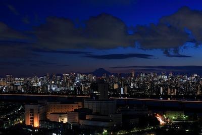 トワイライトタイムの富士山方面の夜景