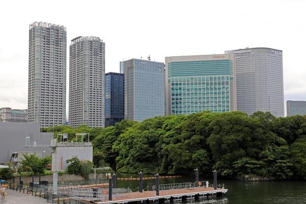アトレ竹芝から見た汐留の超高層ビル群