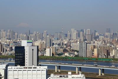 船堀駅前トキタワーから見た富士山と東京タワーと東京超高層ビル群