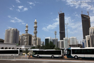 アブダビのモスクと超高層ビル