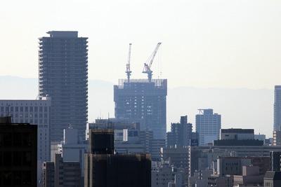 大阪城から見た「あべのハルカス」