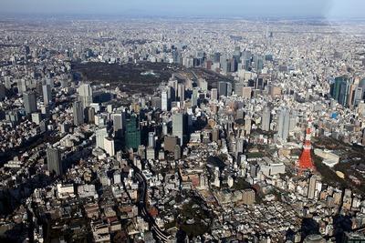 東京タワーから東京スカイツリーまでの空撮