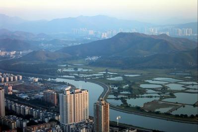 シンセンと香港の境