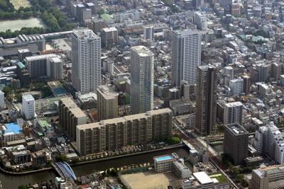 清澄白河のタワーマンション群の空撮
