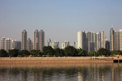 中国広州市のタワーマンション群