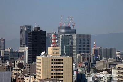 大阪城から見た中之島フェスティバルタワー