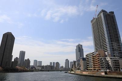 パークシティ中央湊 ザ タワーと隅田川