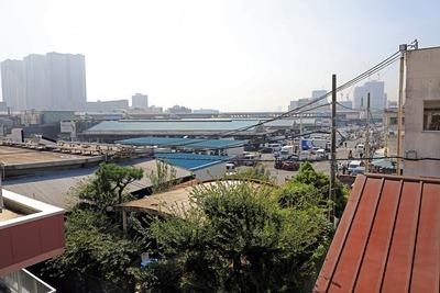 築地魚河 岸海幸橋棟から見た築地市場