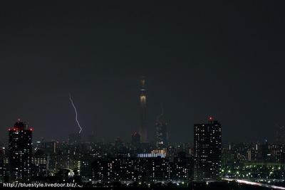 東京スカイツリーの両隣に落雷