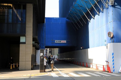 室町東三井ビルディングと繋ぐ通路