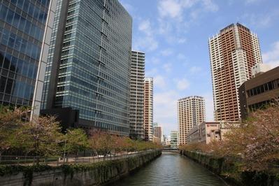 大崎の目黒川沿いの超高層ビル群