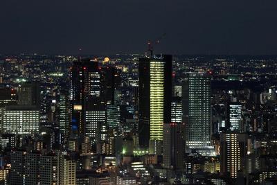 成子坂周辺で建設中の超高層ビルの夜景