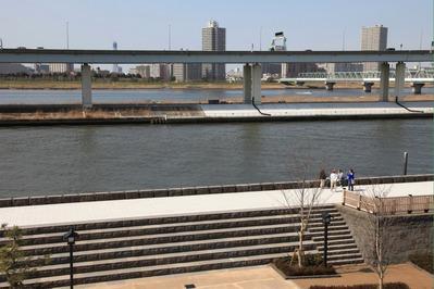 西水門広場から東京スカイツリー方面の眺め